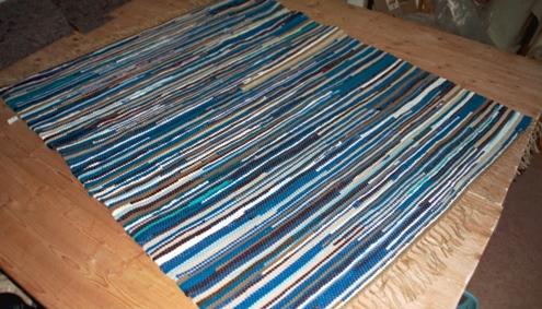 Flickenteppich blau  Flickenteppich (38,-/m2) handgewebtWeberei & Druckerei Zimmerbauer